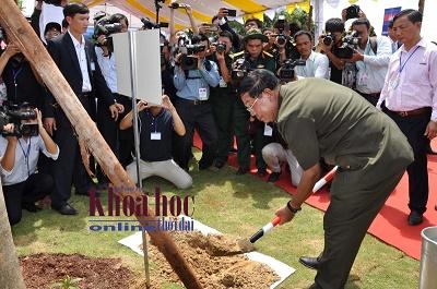 Thủ tướng Hun Sen, trồng cây gõ, khuôn viên, Nhà văn hóa, Lộc Thạnh, bình phước