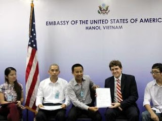 http://1.bp.blogspot.com/-dREaaPi43W8/UgODvMwB6aI/AAAAAAAAABI/C7TSN9qpdHI/s320/2013+meeting_with_us_embassy_1.jpg