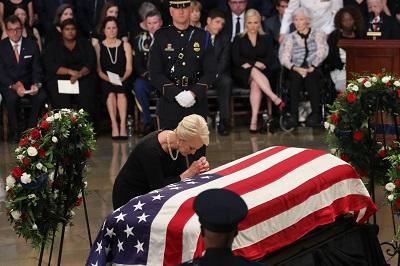 lễ tưởng niệm McCain trong tòa nhà quốc hội