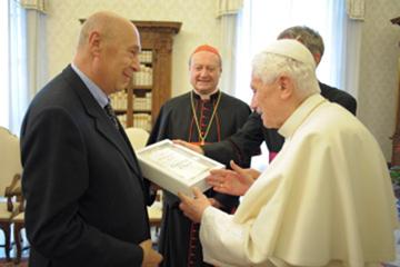 http://sachhiem.net/TONGIAO/IMG/VATICAN/POPE/Benedict16_book.png