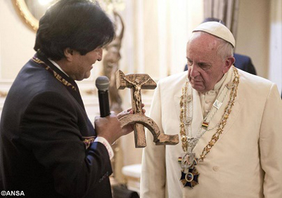 bolivian president present pope Francis  a communist cross